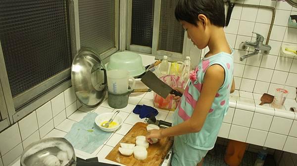 13蘿蔔切大塊順便煮水煮蛋.jpg