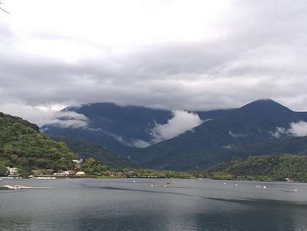 052湖光山色.jpg
