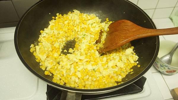 12加炒好的蛋拌炒.jpg