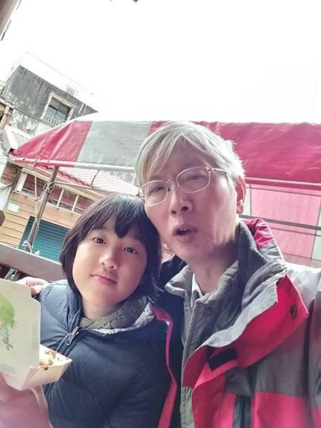 01我們買烤臭豆腐吃.jpg