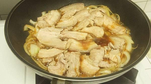 09肉片回鍋燉煮5分鐘.jpg