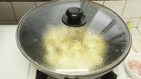 03加100CC水燜煮3分鐘.jpg