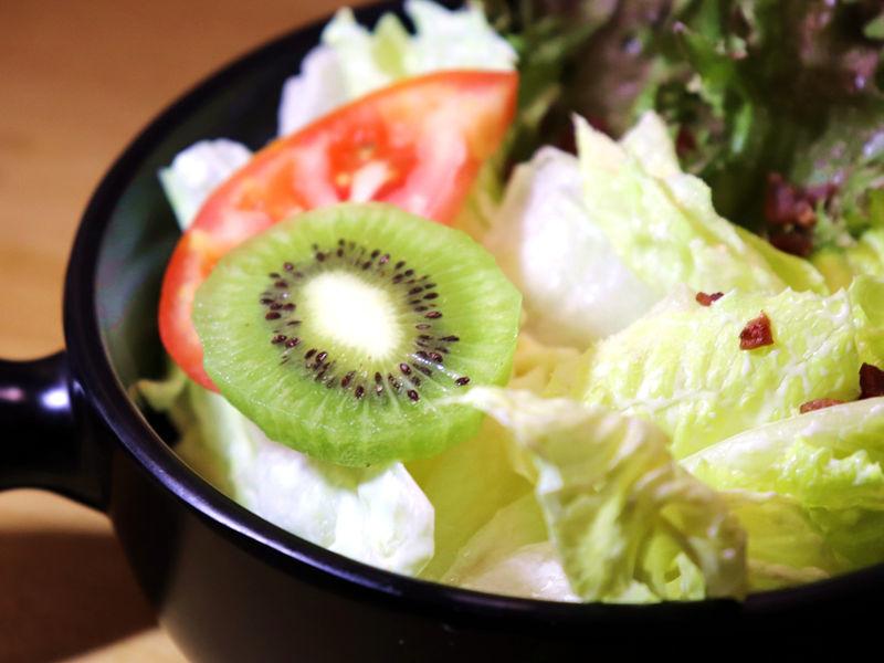牛八碳燒牛排_生菜沙拉02.jpg
