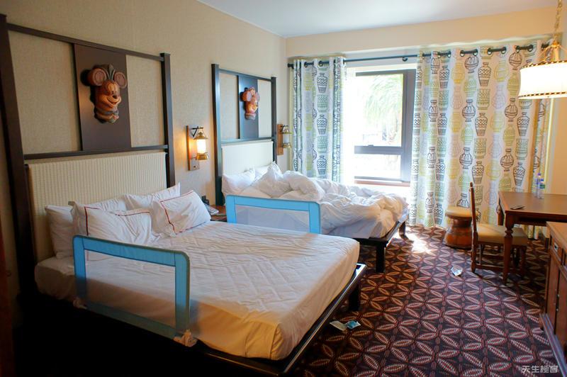酒店的床.jpg