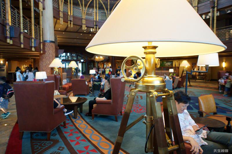 探索家酒店的造型燈架.jpg