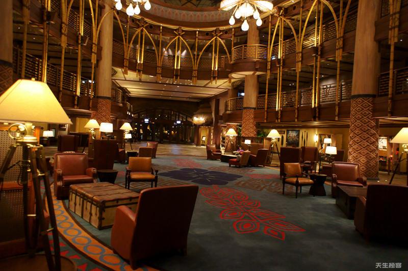 探索家酒店晚上十點.jpg