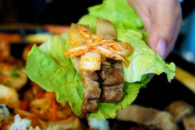 生菜包肉與泡菜