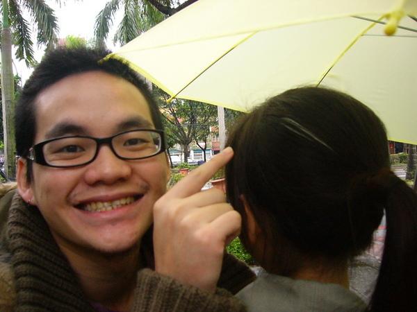 盧泓與他的一搓白髮