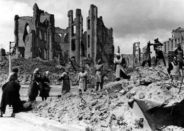 1945-die-moerder-sind-unter-uns_1.jpg