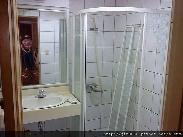A005拆除前公共浴室.JPG