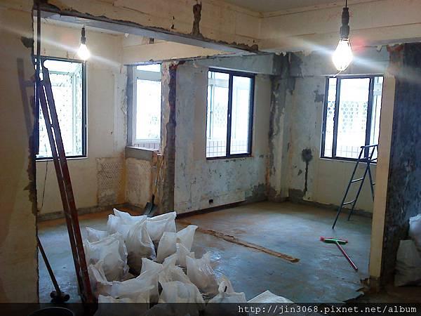 A007拆除後客廳往書房區拍的角度.JPG