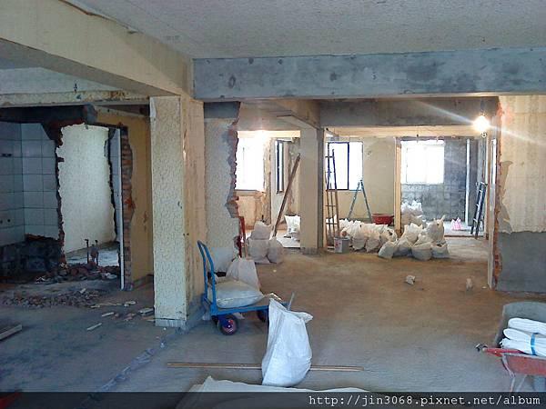 A008拆除後遊客廳網主臥方向拍的角度.JPG