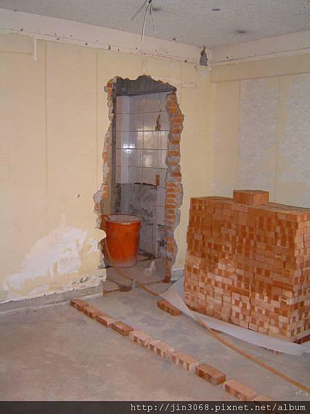 A012書房區分隔砌磚前.JPG