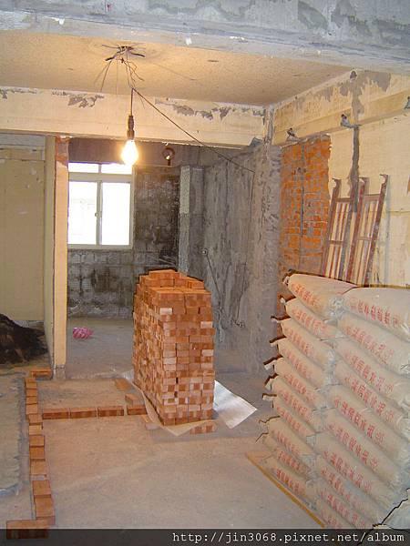 A013廚房餐廳區分隔砌磚前.JPG
