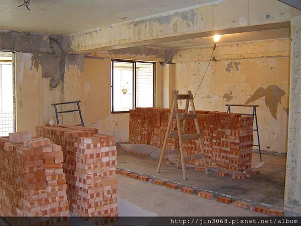 A015客廳與主臥分隔砌磚前.JPG