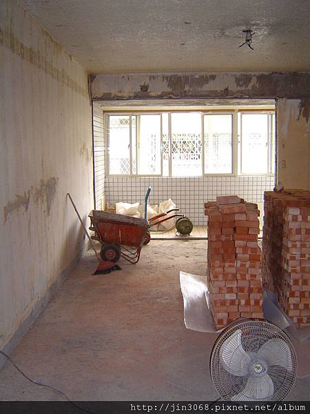 A016客廳區砌磚前.JPG