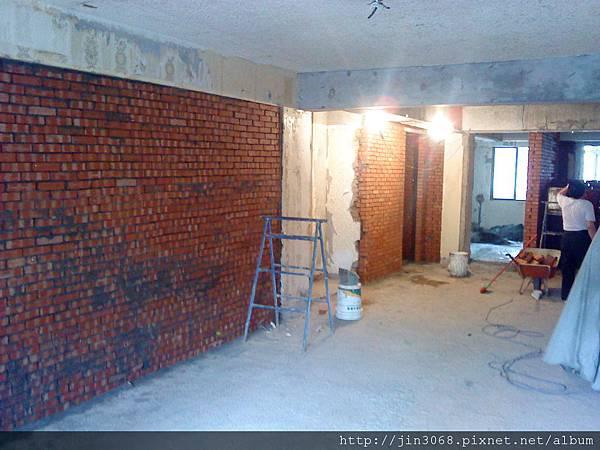 A019客廳砌磚中.JPG