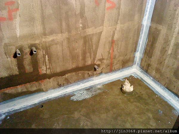 A021浴室角落防水施作前不織布補強.JPG