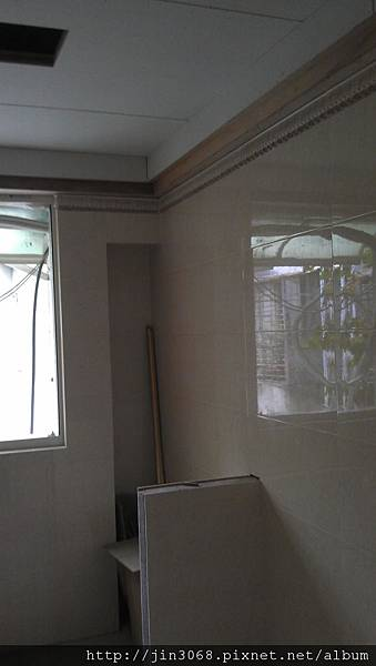 A022主臥浴室磁磚鋪設施作中.jpg