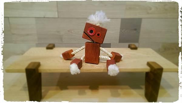 Wooden toy robot 01.jpg