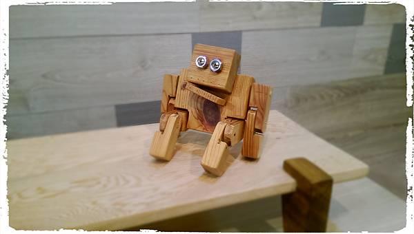 Wooden toy robot 02.jpg