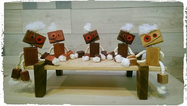 Wooden toy robot 03.jpg
