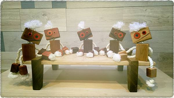 wooden toy robots 2