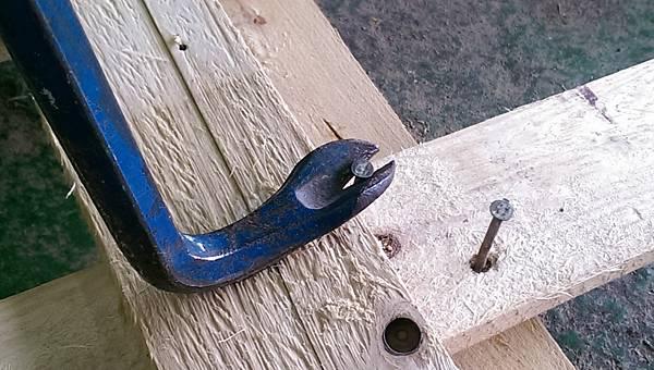dismantle a wooden pallet 014.jpg