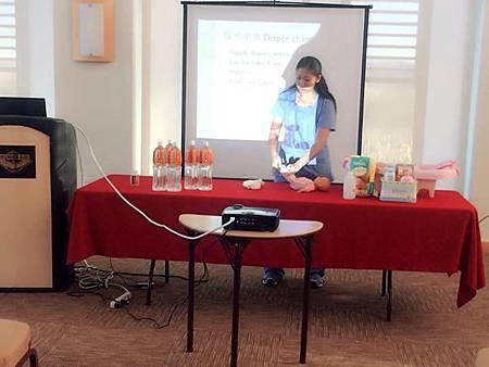 美國執照護士教導新生兒護理課程