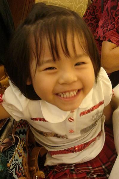 女兒笑得多開心