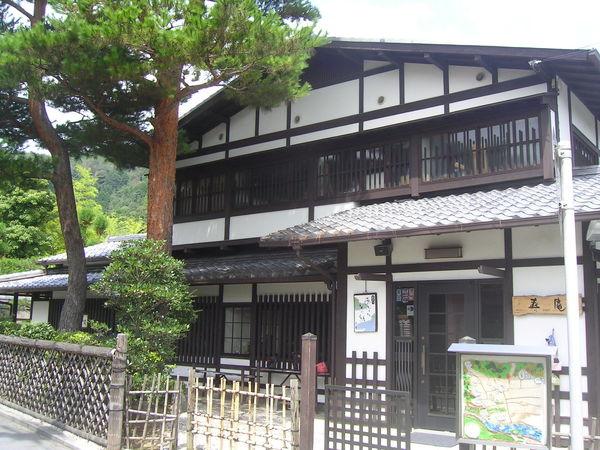 嵐山沿路的住家
