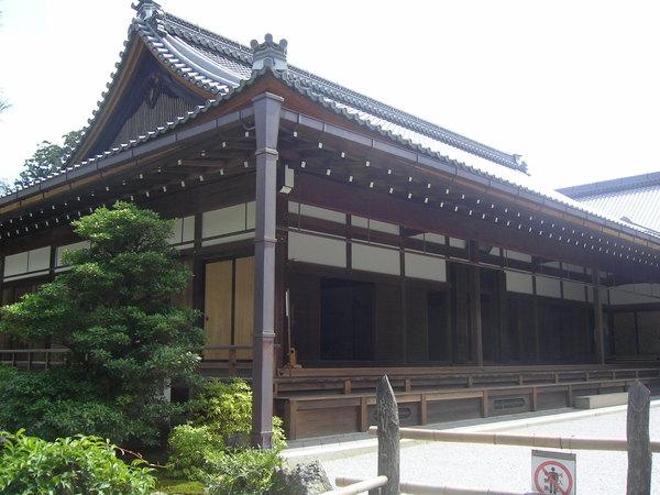 金閣寺旁的房舍