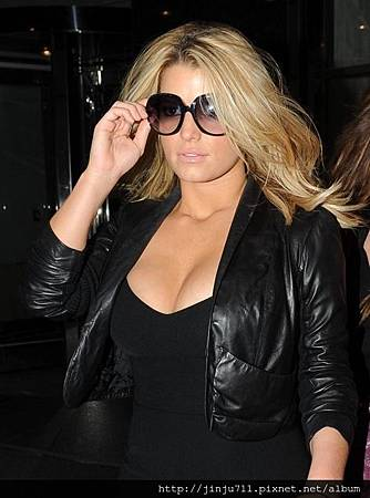 jessica-simpson-and-christian-dior-glossy-1-sunglasses-gallery