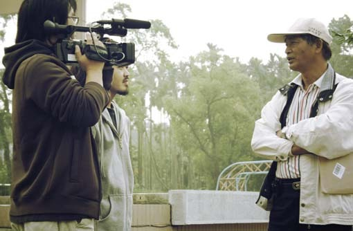 種樹的男人紀錄片拍攝--阿樂肩膀夾很緊..