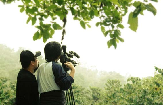 種樹的男人紀錄片拍攝--ㄟ... 好溫馨的畫面啊...