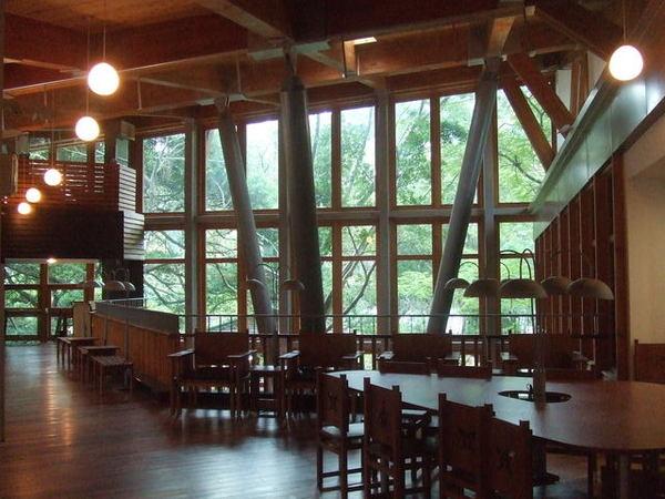 圖書館內部1