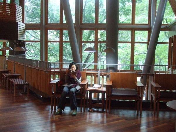 圖書館內部2