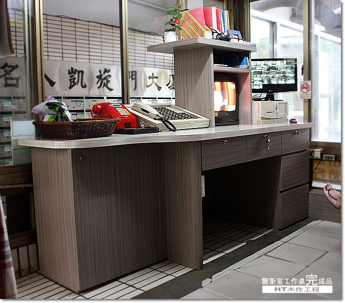名人凱旋門警衛室-桌子-06.JPG