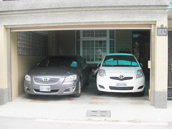 車庫-同時停兩台車.JPG