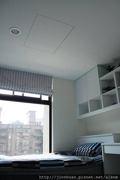 天花板變身收納空間