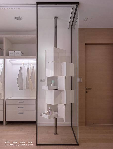 化妝櫃有著幾何錯置的立體美感。.jpg