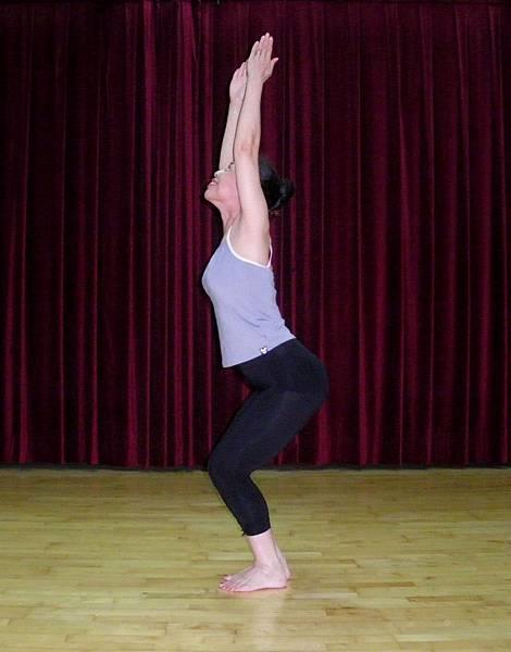 站立伸展曲腿1