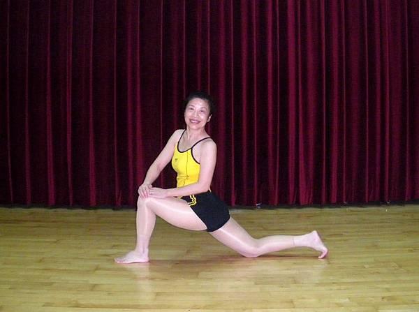腿內側與腰部伸展1