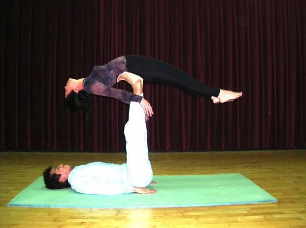 臥姿抬腿+平衡