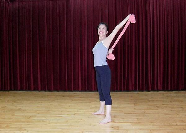 手臂背後伸展1