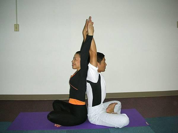 背對背伸展1