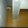 新拍立扣-柚木-111205450-1施工後 洗衣機排水孔-超耐磨木地板/強化木地板