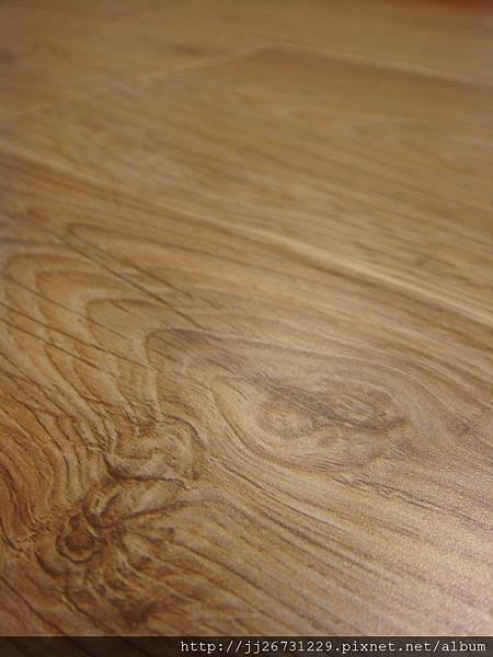 晶鑽系列-里斯本橡木-黃光下1-超耐磨木地板/強化木地板