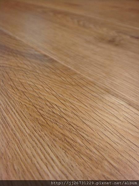 晶鑽系列-里斯本橡木-黃光下4-超耐磨木地板/強化木地板