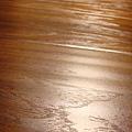 手刮紋木地板-黃金香穗-黃光下1-超耐磨木地板/強化木地板